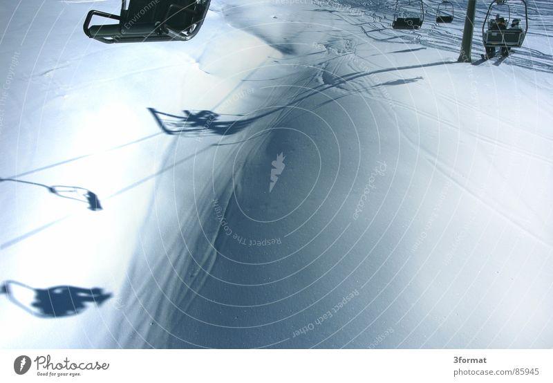 lift Ferien & Urlaub & Reisen Sport Schnee Berge u. Gebirge Freizeit & Hobby Österreich abwärts Wintersport Skipiste alpin Sesselbahn Skigebiet Seilbahn Schneedecke Zillertal Skilift-Sitz