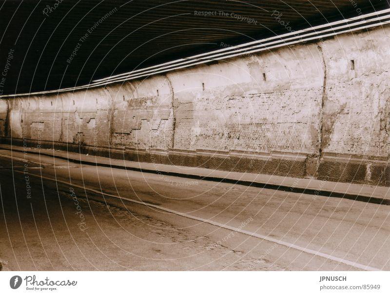 Matena-Tunnel 2 alt Einsamkeit Straße Wand Mauer Straßenverkehr Industrie Asphalt Verfall Verkehrswege Kopfsteinpflaster verloren Straßenbelag Sepia Ruhrgebiet