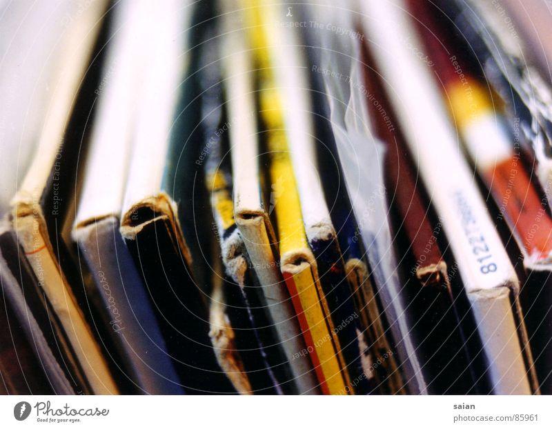scratch that... liegen sortieren Reihe Schallplatte Diskjockey retro Makroaufnahme Nahaufnahme Konzert cover Klang Turntable Ordnung