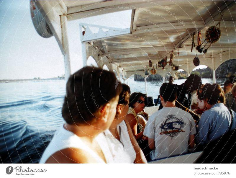 Boot auf dem Nil Mensch Wasser blau Sommer Ferien & Urlaub & Reisen Ferne Menschengruppe Wärme Wellen Fluss Afrika Physik Bach exotisch Tourist fremd