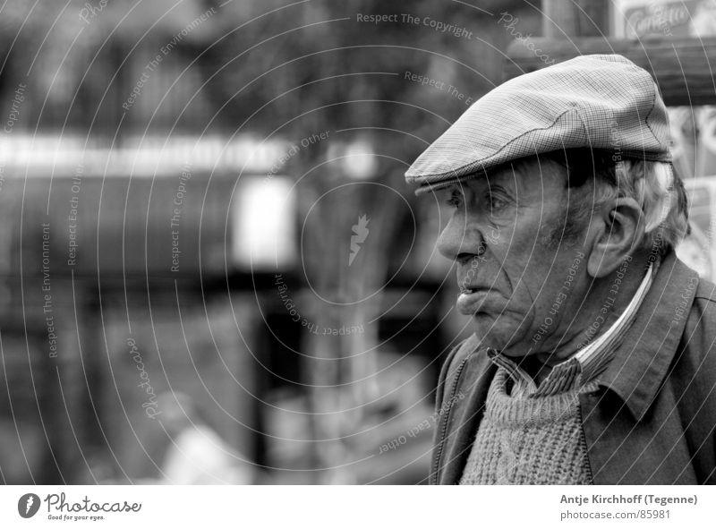 Des alten Mannes Herz... Senior Großvater schwarz Porträt Außenaufnahme Weisheit Wahrheit offen Lissabon Mitgefühl Klarheit Herr Männlicher Senior Ehrlichkeit