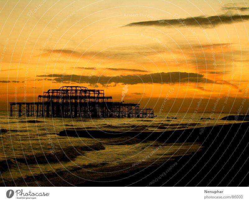 Old Pier I Wasser Meer Strand Wärme Wellen Küste gehen Brand Brücke Vergänglichkeit Vergangenheit brennen Anlegestelle vergangen Abenddämmerung Rest