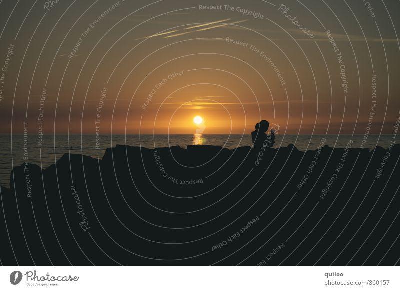 Sonnenuntergang mit Frau Mensch Ferien & Urlaub & Reisen Jugendliche schön Sommer Meer Erholung Junge Frau ruhig Strand schwarz Küste Glück Stimmung Kopf