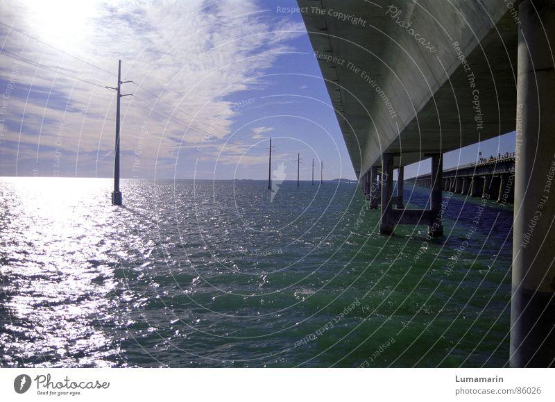 Übers Wasser Florida Meer Elektrizität Brückenpfeiler Beton massiv Bauwerk Keys Mischung Leitung
