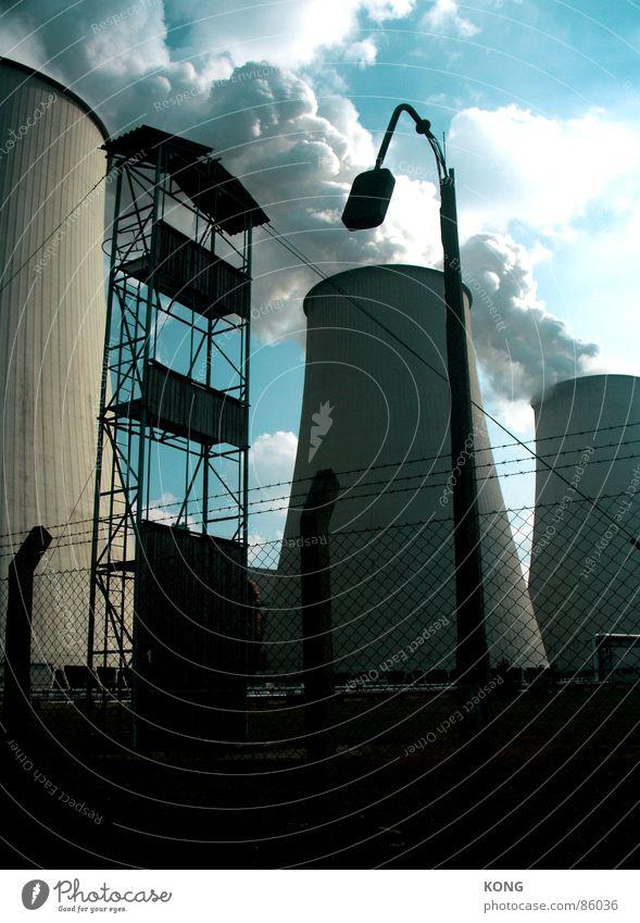 broke Himmel Wolken dunkel Traurigkeit Nebel Industrie Industriefotografie Turm Zaun Straßenbeleuchtung Blauer Himmel Wasserdampf Stromkraftwerke Baugerüst Smog