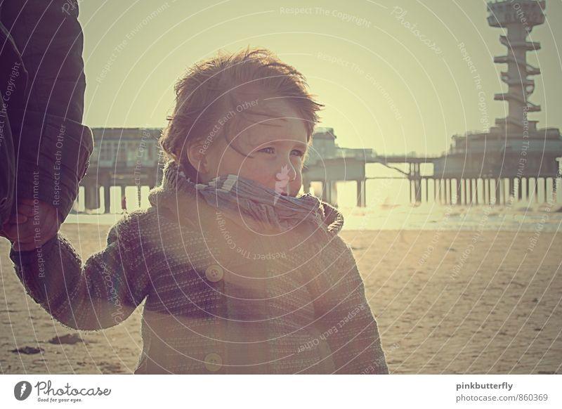 kleiner Sonnenschein Kleinkind Junge Haare & Frisuren Gesicht Hand 1 Mensch 1-3 Jahre Natur Sonnenlicht Frühling Wind Strand Nordsee Jacke Schal brünett