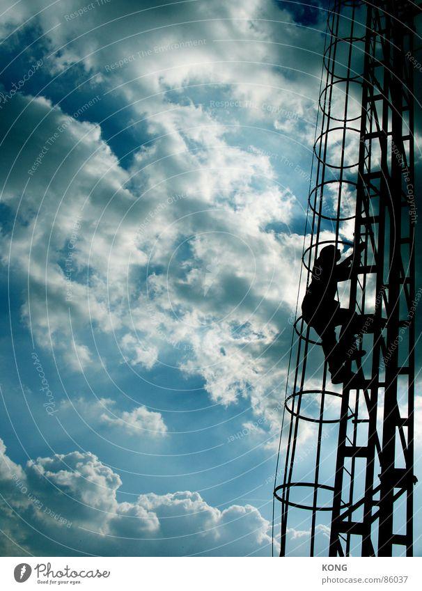 brüder zur sonne ... Himmel Sonne blau Wolken dunkel Metall hoch Sicherheit Konzentration aufwärts Leiter Baugerüst himmelblau Silo