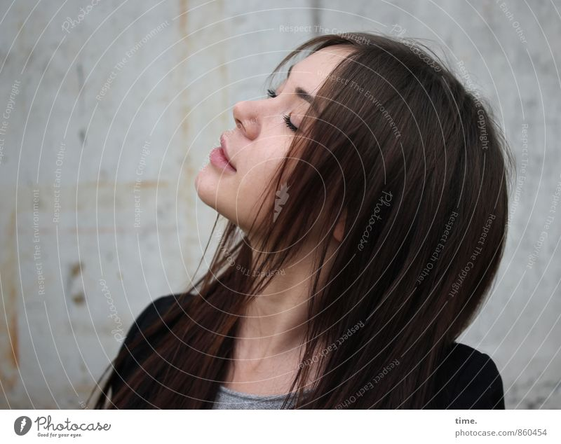 Yuliya Mensch Jugendliche schön Erholung 18-30 Jahre Erwachsene feminin Glück träumen Zufriedenheit ästhetisch genießen T-Shirt Vertrauen Leidenschaft Jacke