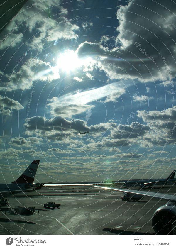 Abflug Flugzeug Licht Triebwerke Horizont Ferne Ankunft Luftverkehr Sonne Himmel Flughafen Landebahn Schaltpult Flügel