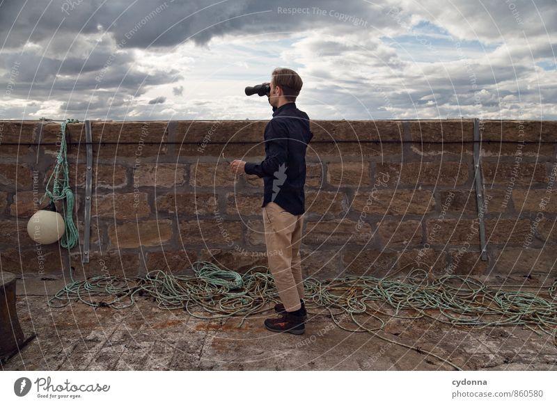 Dahinter das Meer Ferien & Urlaub & Reisen Tourismus Ausflug Abenteuer Ferne Freiheit Mensch Junger Mann Jugendliche Leben 18-30 Jahre Erwachsene Himmel Küste