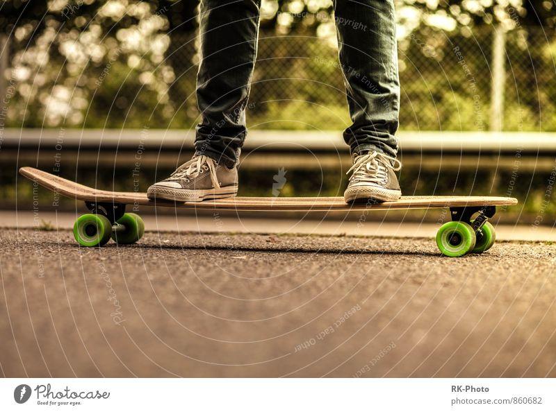 surf on street Lifestyle Stil Freude Glück sportlich Freizeit & Hobby Sport Longboard Skateboard Punk Accessoire Schuhe Chucks Coolness frei Fröhlichkeit