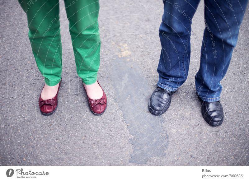 Zweisam. Mensch Frau Mann Erwachsene Leben Senior feminin Liebe Stil Fuß Paar Freundschaft maskulin Zusammensein Zufriedenheit Schuhe