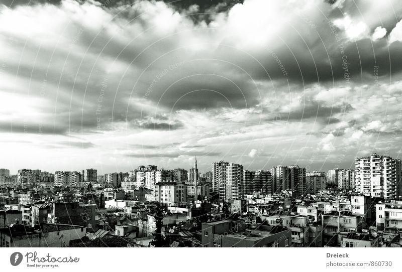 oben Himmel Wolken Gewitterwolken Adana Türkei Asien Stadt Hauptstadt Stadtzentrum bevölkert überbevölkert Haus Hochhaus Turm Bauwerk Gebäude Mauer Wand Fassade