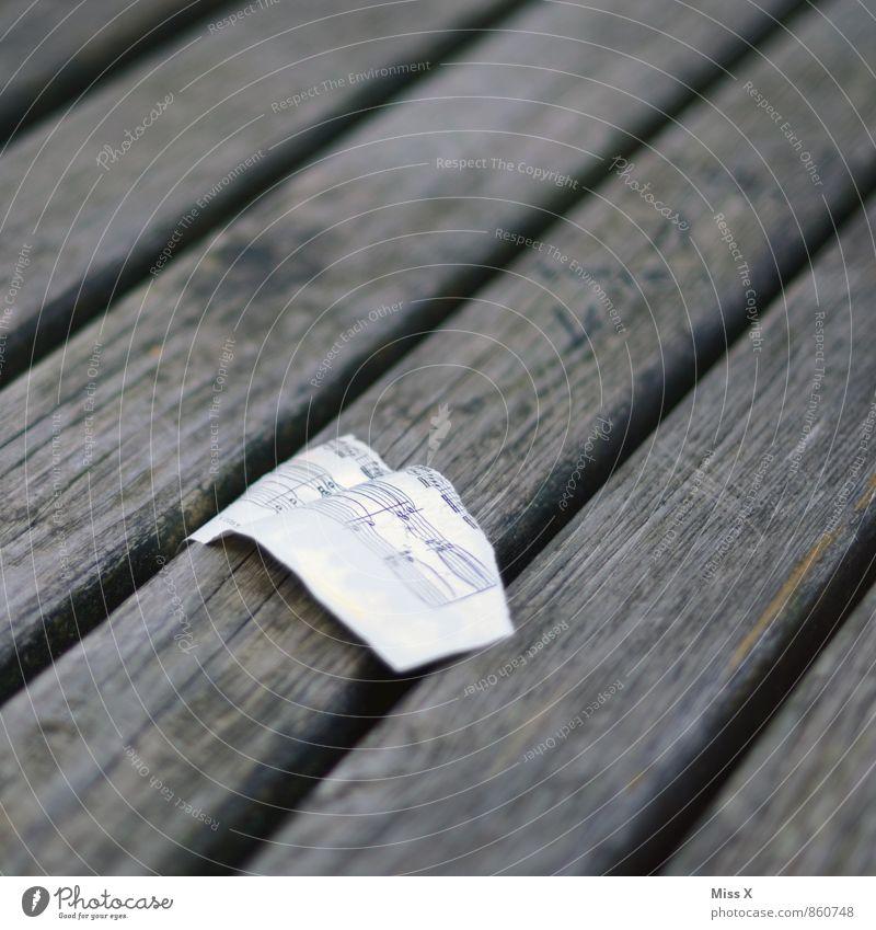 Spiel mir das Lied... Musik Musiknoten Papier Holz alt kaputt Notenblatt Farbfoto Gedeckte Farben Außenaufnahme Nahaufnahme Muster Strukturen & Formen