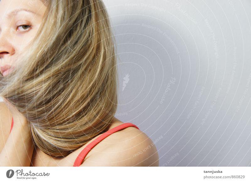 Frau mit blonden Haaren feminin Erwachsene Haut Kopf Haare & Frisuren Gesicht 1 Mensch 18-30 Jahre Jugendliche Stil Mädchen Sehnsucht schön Nizza Haarschnitt