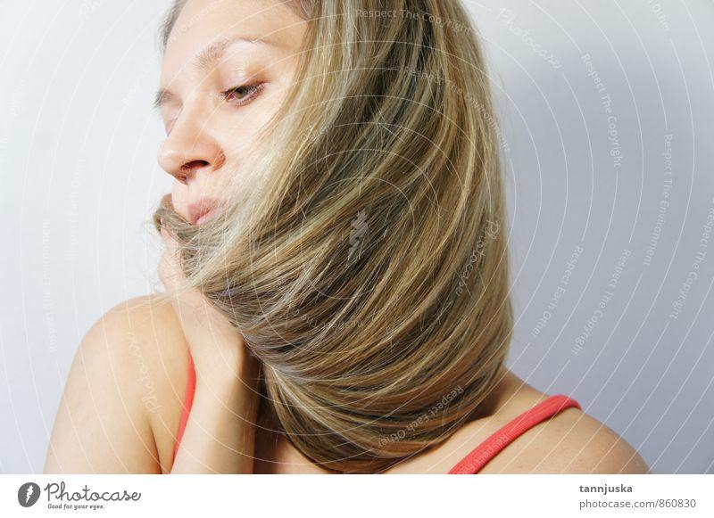 Schöne junge Frau mit langem Haar schön Haare & Frisuren Gesicht Junge Frau Jugendliche 1 Mensch 18-30 Jahre Erwachsene Mode blond langhaarig Sinnesorgane Model