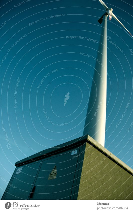 windkraft01 Natur Himmel Bewegung Kraft Wind Umwelt Energiewirtschaft Elektrizität Turm Windkraftanlage Dynamik ökologisch Hochspannungsleitung Koloss