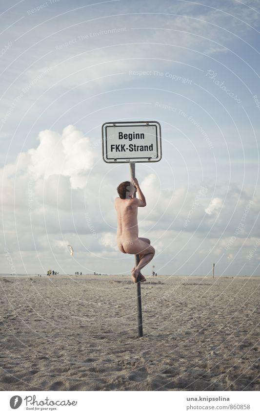 freikörperkultur Mensch Natur Ferien & Urlaub & Reisen Mann nackt schön Meer Freude Strand Erwachsene lustig natürlich Körper wild Schilder & Markierungen verrückt