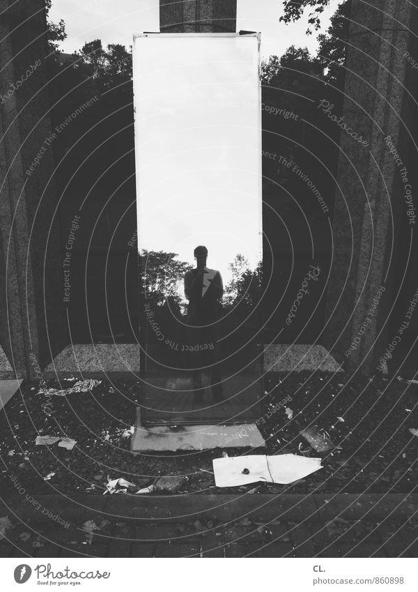 mein allererstes foto Mensch Mann Einsamkeit dunkel Erwachsene Leben maskulin dreckig beobachten einzigartig geheimnisvoll Zukunftsangst Spiegel Identität Spiegelbild 30-45 Jahre