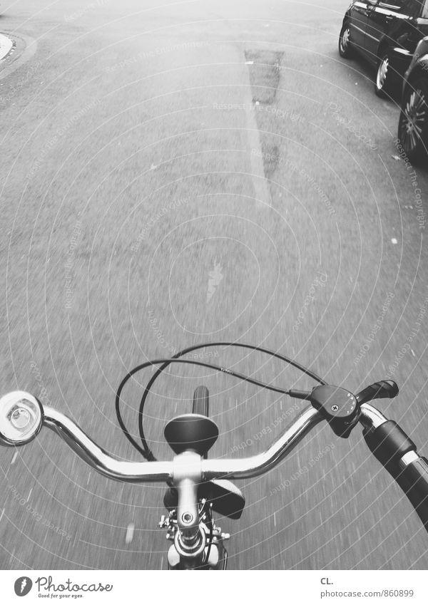 auf dem fahrrad Straße Bewegung Wege & Pfade Sport Verkehr Fahrrad gefährlich Beginn Fahrradfahren Sicherheit Ziel Fahrradtour sportlich Verkehrswege unterwegs