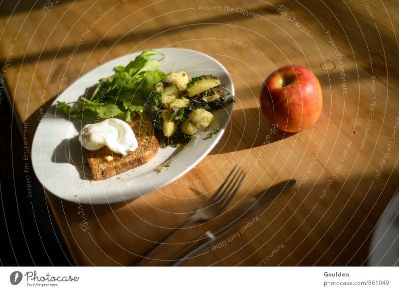 first breakfast Lebensmittel Gemüse Salat Salatbeilage Apfel Brot Kräuter & Gewürze Frühstück Vegetarische Ernährung Besteck Häusliches Leben Tisch Holz Essen