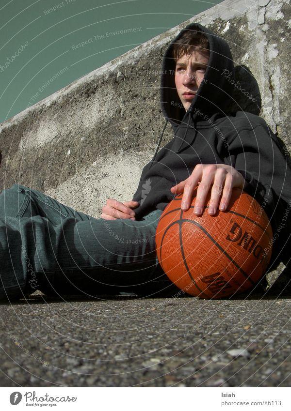 Erste Liebe dunkel Denken Trauer Ball untergehen Basketball Ballsport Spalding
