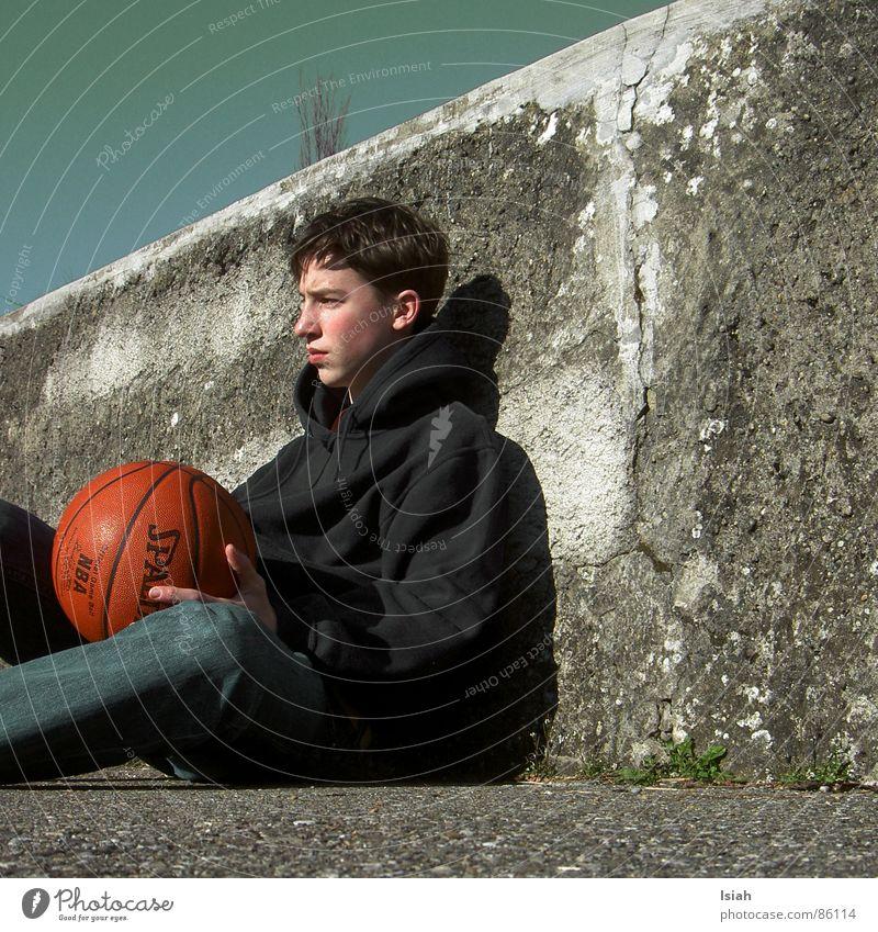 Die Zweite Liebe dunkel Denken Trauer Ball untergehen Basketball Ballsport Spalding
