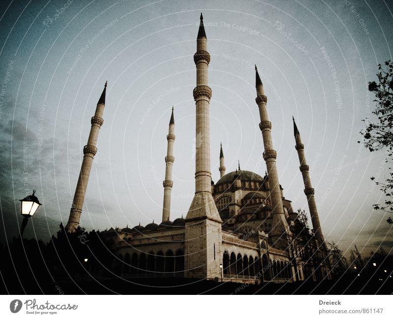 Moschee Architektur Adana Türkei Anatolien Asien Naher und Mittlerer Osten Stadt Hauptstadt Stadtzentrum Bauwerk Gebäude Minarett Kuppeldach Mauer Wand Fassade