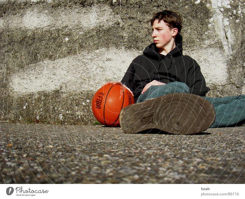 und namal eis...  jaja d schwiizär münd halt immär übärtriibä dunkel Denken Trauer Ball untergehen Basketball Ballsport Spalding