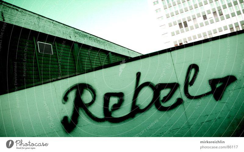 Rebel III grün schwarz Wand Graffiti Mauer Schriftzeichen groß Baustelle Industriefotografie Pfeil trendy Richtung Schweiz Konflikt & Streit böse Krieg