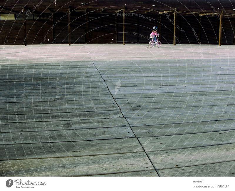 erstes fahrrad Kind Ferien & Urlaub & Reisen Freude Spielen Wärme Freiheit Holz klein Fahrrad rosa Freizeit & Hobby Ausflug Abenteuer neu Spaziergang Physik