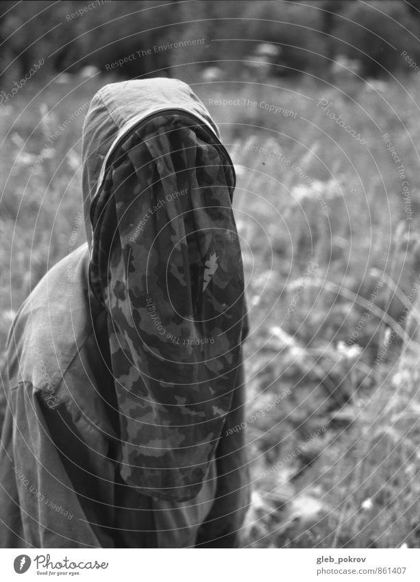 Mensch Natur Jugendliche Pflanze weiß Sommer Junge Frau 18-30 Jahre schwarz dunkel Wald Erwachsene feminin authentisch Bekleidung Frauenbrust