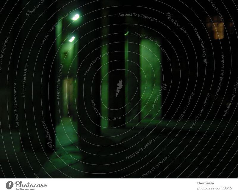 Passage grün dunkel Lampe Club unheimlich Durchgang