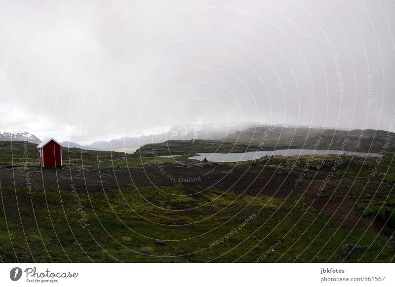 ISLAND / Breiðdalur, Austurland Natur Ferien & Urlaub & Reisen Sommer Landschaft Wolken Haus Umwelt Berge u. Gebirge Felsen Nebel Tourismus wandern Abenteuer Schutz Unendlichkeit Hügel