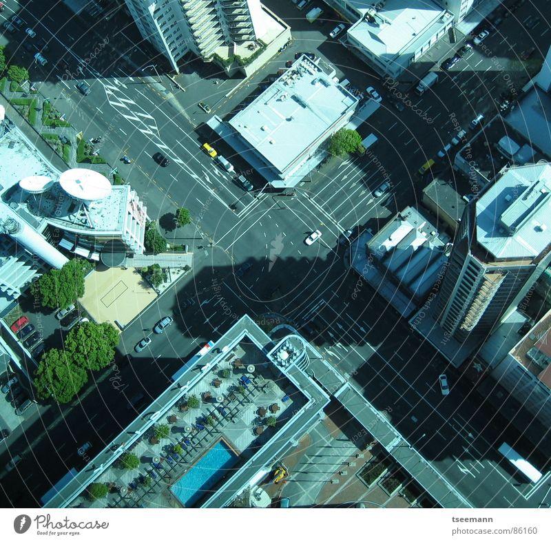 Urban X-ing Auckland Stadt Hochhaus Verkehr Neuseeland Straßenkreuzung Verkehrswege crossing traffic cars buildings PKW street road