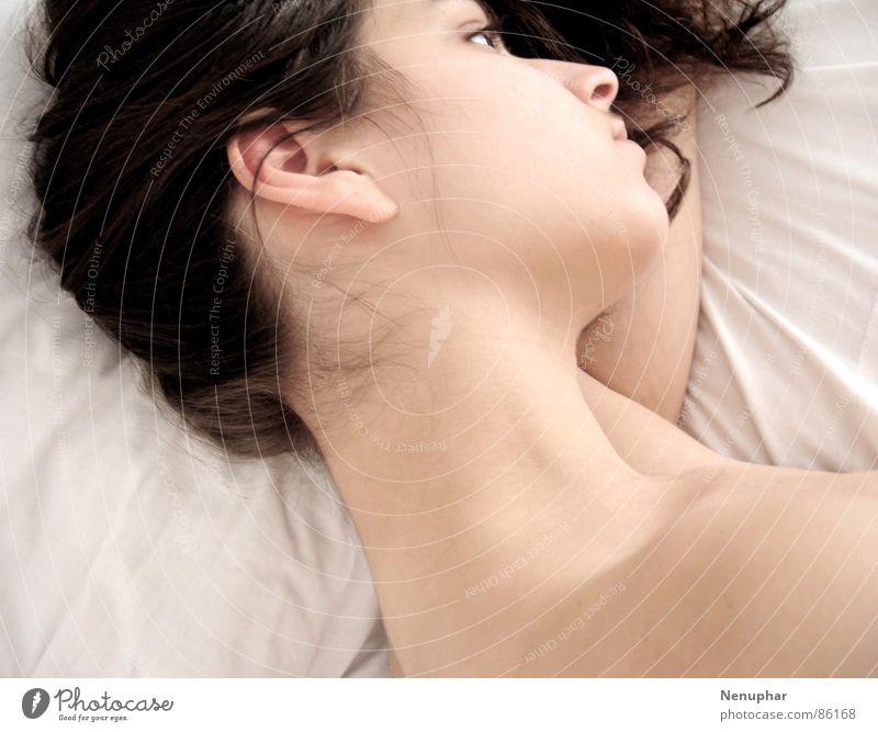 Seitwärts Frau nackt Erholung Einsamkeit ruhig Traurigkeit Gefühle Denken gehen stehen Haut weich Seil Freundlichkeit Trauer Bett