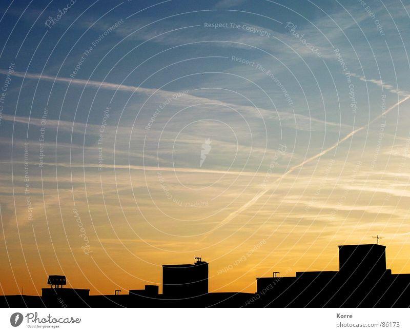 CO2 Himmel Stadt Ferien & Urlaub & Reisen orange Flugzeug Umwelt fliegen groß modern Luftverkehr Dach Klima Flughafen Fernweh Abenddämmerung Umweltverschmutzung