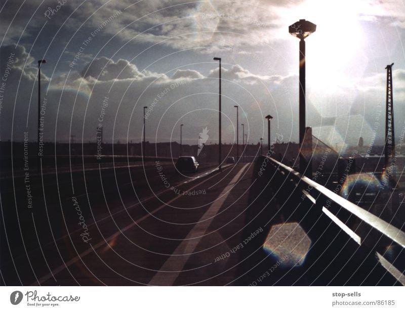 Donnerwolkengrollen Wolkenberg Unwetter Apokalypse Horizont Sturm Gegenlicht Panik Gewitterregen Niedergang Regen dunkel Flucht Donnern Dresden Aus tosend