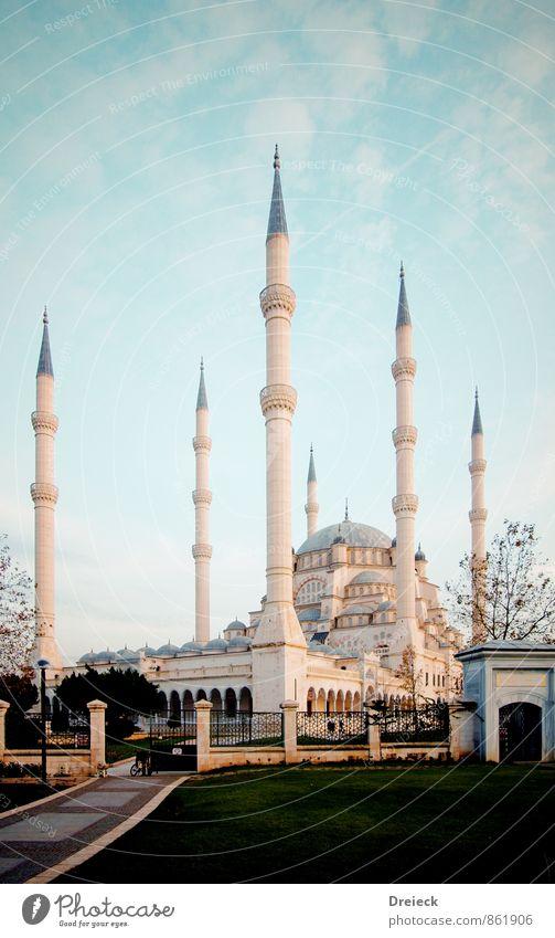Moschee Architektur Adana Seyhan Cukurova Türkei Anatolien Asien Stadt Hauptstadt Stadtzentrum Park Bauwerk Minarett Fassade Dach Sehenswürdigkeit groß blau