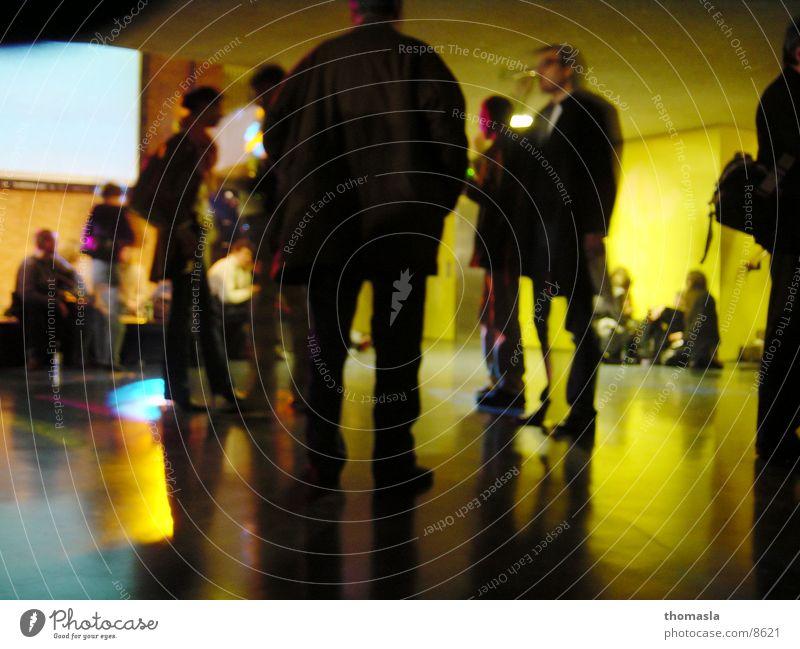 Vernissage Mensch Kunst stehen Ausstellung