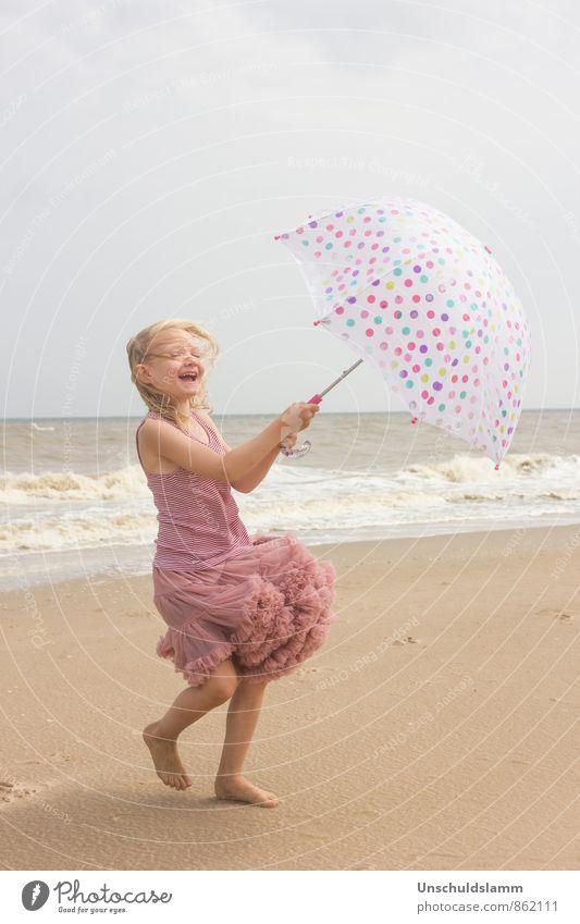 Sommerwind Mensch Kind Ferien & Urlaub & Reisen Meer Mädchen Freude Strand Leben Bewegung Spielen Glück lachen hell rosa Lifestyle