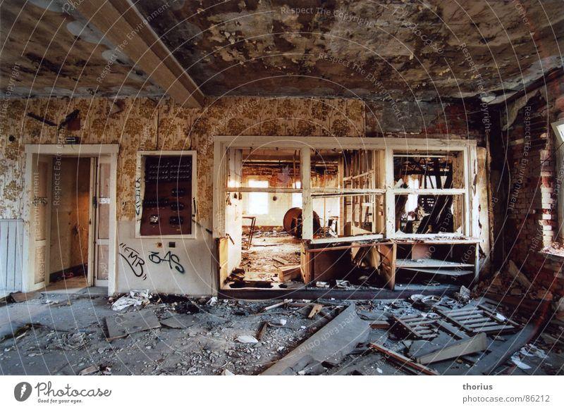 VEB heute Industrieruine Küche Vandalismus Verfall verfallen Innenaufnahme Küchenmöbel verwüstet Zerstörung herunterkommen verfaulen schäbig industriedunst