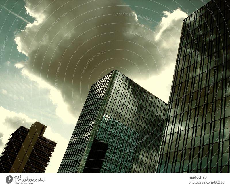 GOTTESHAUS Himmel Stadt blau Wolken Haus Fenster Leben Architektur Gebäude Freiheit fliegen oben Arbeit & Erwerbstätigkeit Wohnung Design Wetter