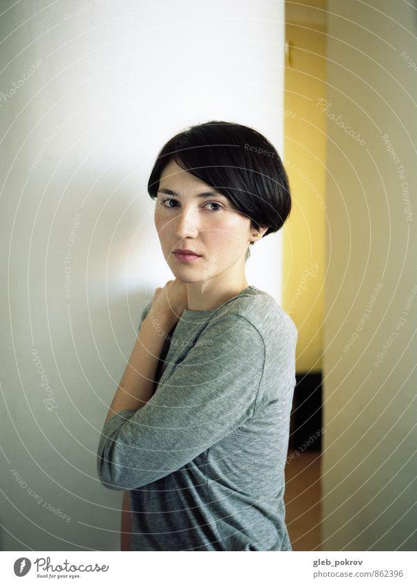 Mensch Jugendliche Junge Frau Erotik 18-30 Jahre Erwachsene Stil grau Lifestyle Haare & Frisuren Kopf Mode elegant Frauenbrust niedlich Coolness