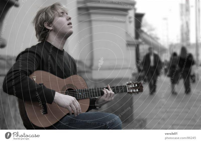 Leidenschaft Freude Einsamkeit Spielen Musik Energiewirtschaft Konzert Teile u. Stücke Gitarre Musikinstrument Lied Begeisterung Graz musizieren Straßenmusiker