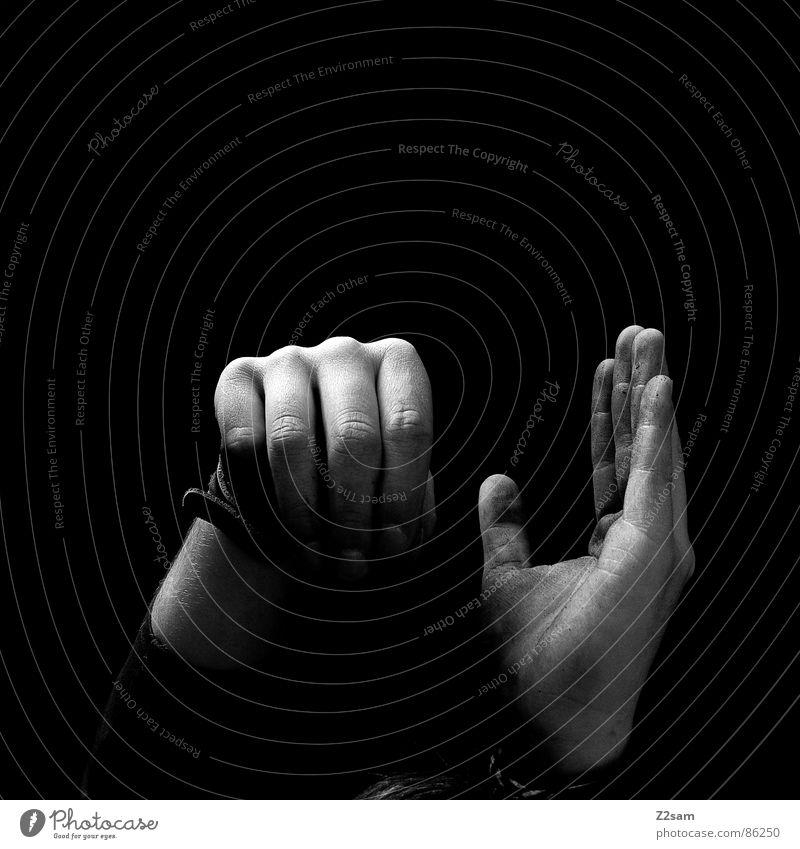 erleuchtung Mensch Mann Hand schwarz Stil Arme dreckig hoch Finger Erkenntnis Gliedmaßen Handfläche nebeneinander