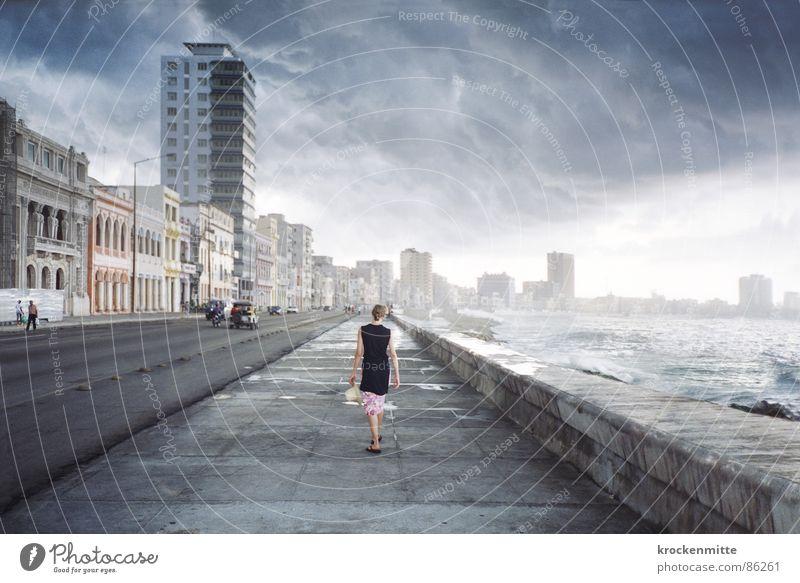 The Girl From Havana Frau Meer Ferien & Urlaub & Reisen Wolken Einsamkeit Ferne Straße träumen Verkehrswege gehen Wetter laufen Horizont Freizeit & Hobby