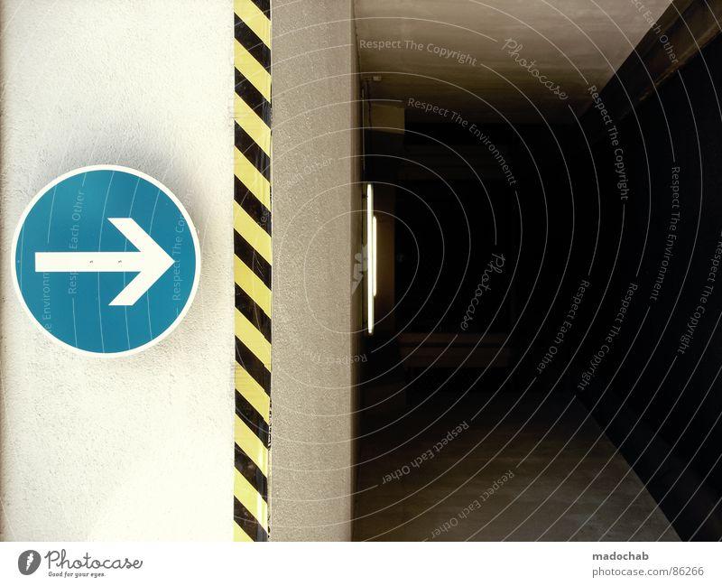 FOLLOW ME Vorsicht Vorsichtsmaßnahme Hinweis Wachsamkeit Verkehr rot Streifen diagonal Hintergrundbild graphisch Stil dreckig einfach Warnsignal achtsam