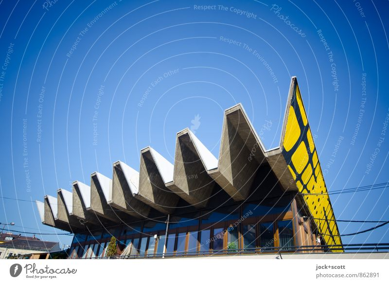 \/\/\/\/\/\/\/\/\/ Architektur Straßenkunst Wolkenloser Himmel Plattenbau Fenster Dach Zickzack außergewöhnlich eckig Originalität retro Schutz Idee Kreativität