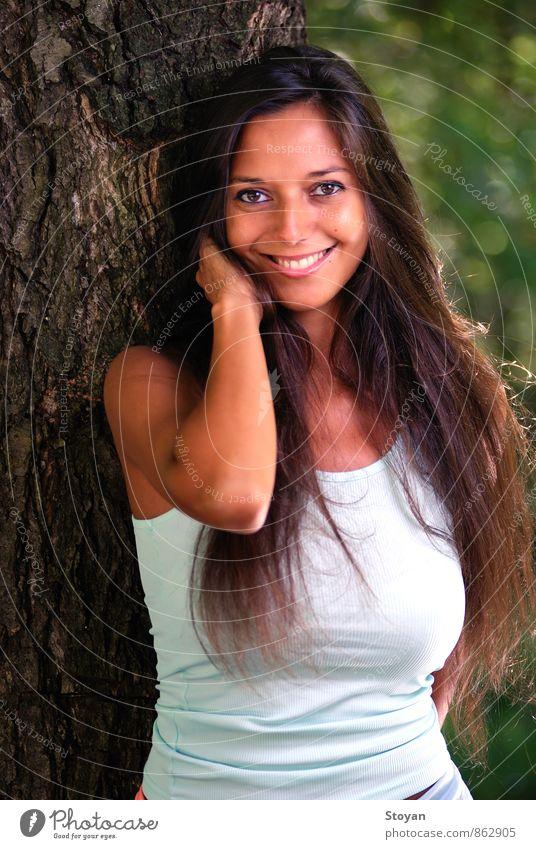 Mensch Frau Natur Jugendliche Pflanze Sommer Baum 18-30 Jahre Erwachsene Berge u. Gebirge Gesicht Auge Haare & Frisuren Kopf Mode Körper